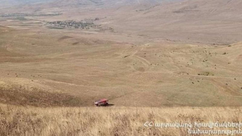 Militares azeríes queman pastizales en Armenia