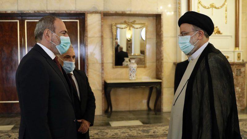 Pashinyan y Raisi discutieron lazos comerciales