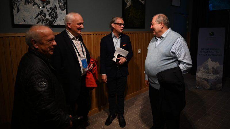Sargsyan mantuvo reunió con CEOs de empresas internacionales