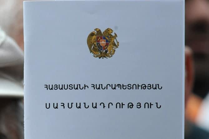 Armenia celebró el Día de la Constitución y el Día de los Símbolos del Estado y el Primer Ministro Pashinyan anunció que habrá un referéndum